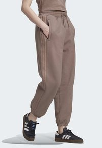 adidas Originals - CUFFED JOGGERS - Joggebukse - brown - 4