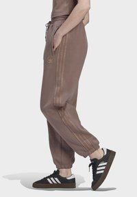 adidas Originals - CUFFED JOGGERS - Joggebukse - brown - 3