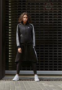 adidas Originals - Áčková sukně - black - 3