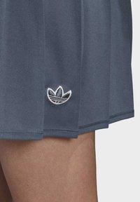 adidas Originals - SKIRT - Faltenrock - blue - 4