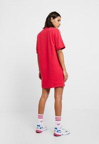adidas Originals - TEE DRESS - Freizeitkleid - energy pink - 2