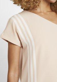 adidas Originals - DRESS - Robe longue - ash pearl - 6