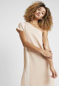 adidas Originals - DRESS - Robe longue - ash pearl - 3