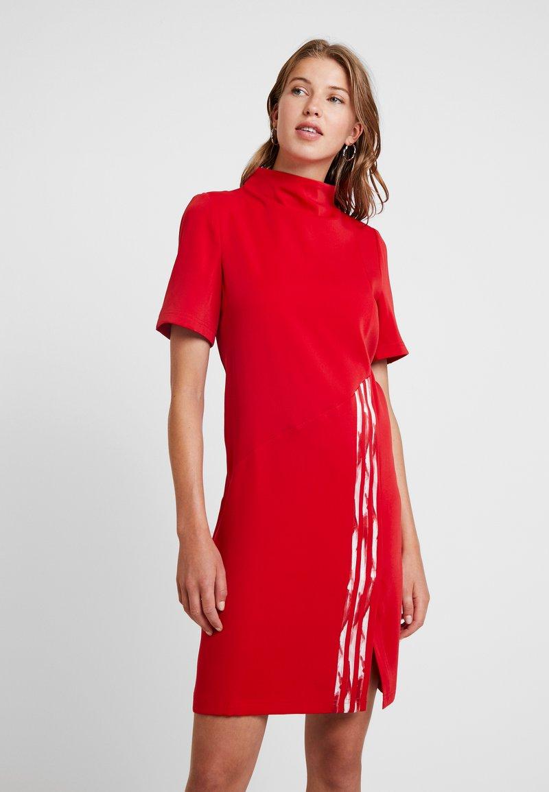 adidas Originals - DANIELLE CATHARI DRESS - Vardagsklänning - scarlet
