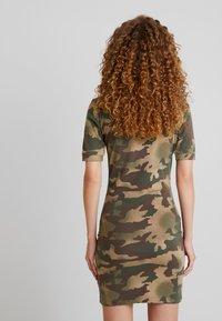 adidas Originals - TEE DRESS - Etuikjole - hemp/earth green/base green/cargo brown - 2
