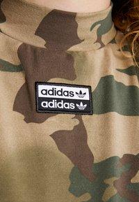 adidas Originals - TEE DRESS - Etuikjole - hemp/earth green/base green/cargo brown - 5