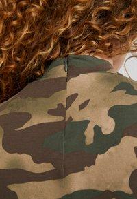 adidas Originals - TEE DRESS - Etuikjole - hemp/earth green/base green/cargo brown - 3