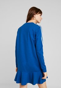 adidas Originals - BELLISTA 3 STRIPES T-SHIRT DRESS - Blusenkleid - tech mineral - 2