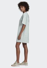 adidas Originals - TREFOIL DRESS - Vestito di maglina - green - 3