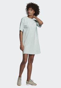 adidas Originals - TREFOIL DRESS - Vestito di maglina - green - 1