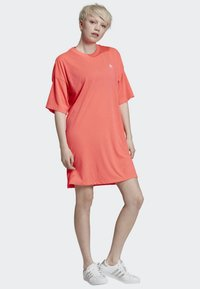 adidas Originals - TREFOIL DRESS - Jerseykleid - orange - 1