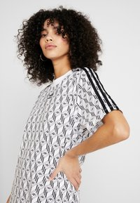 adidas Originals - TEE DRESS - Jerseykleid - white/black - 3