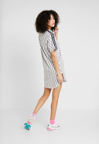adidas Originals - TEE DRESS - Jerseykleid - white/black - 2
