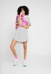 adidas Originals - TEE DRESS - Jerseykleid - white/black - 1