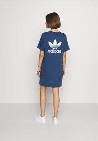 adidas Originals - ADICOLOR TREFOIL DRESS - Jerseykleid - night marine - 2
