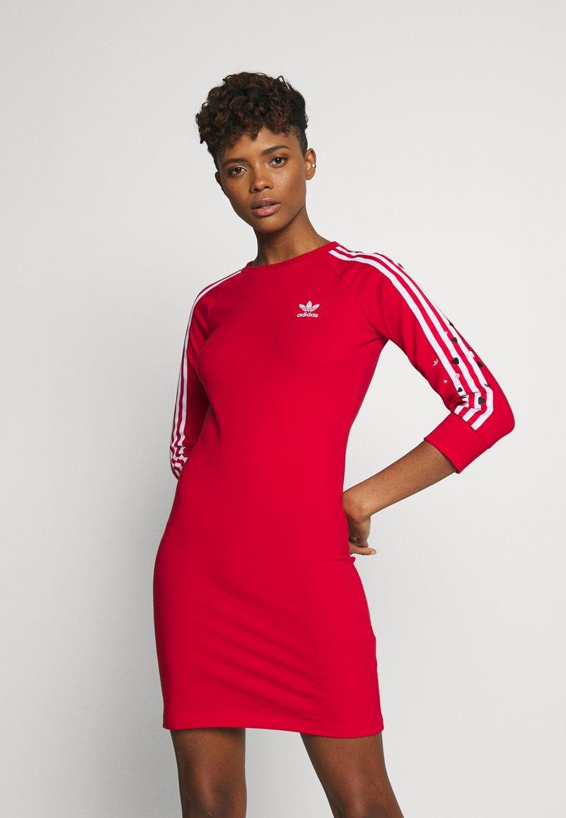 adidas Originals - 3STRIPES 3/4 SLEEVE DRESS - Vestito di maglina - scarlet