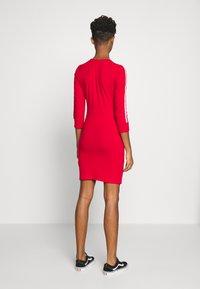 adidas Originals - 3STRIPES 3/4 SLEEVE DRESS - Vestito di maglina - scarlet - 2