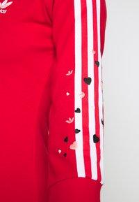 adidas Originals - 3STRIPES 3/4 SLEEVE DRESS - Vestito di maglina - scarlet - 3