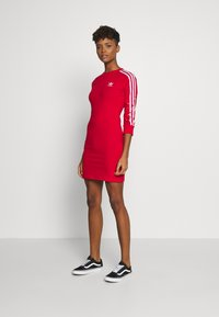 adidas Originals - 3STRIPES 3/4 SLEEVE DRESS - Vestito di maglina - scarlet - 1