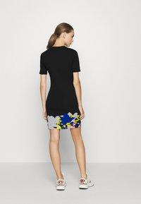 adidas Originals - TEE DRESS - Sukienka z dżerseju - black - 2