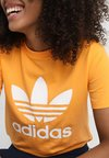 adidas Originals - ADICOLOR TREFOIL GRAPHIC TEE - Print T-shirt - orange
