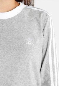adidas Originals - ADICOLOR 3 STRIPES LONGSLEEVE TEE - T-shirt à manches longues - medium grey heather - 5