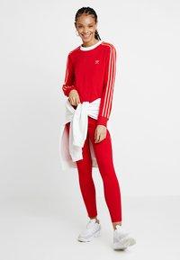 adidas Originals - ADICOLOR 3 STRIPES LONGSLEEVE TEE - Top sdlouhým rukávem - scarlet - 1