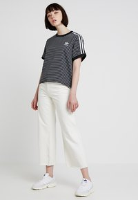 adidas Originals - STRIPES TEE - Blůza - black/white - 1