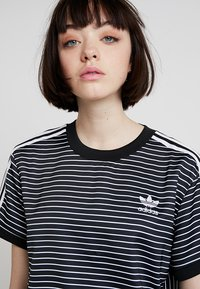 adidas Originals - STRIPES TEE - Blůza - black/white - 3