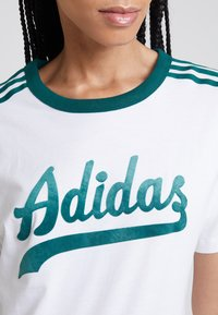 adidas Originals - REGULAR TEE - Triko s potiskem - white - 6