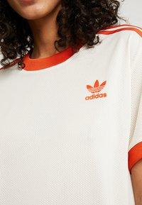 adidas Originals - 3 STRIPES TEE - Triko spotiskem - ecru tint - 4