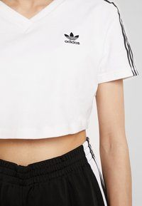 adidas Originals - CROPPED TEE - T-shirts med print - white - 3