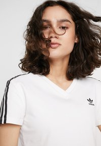 adidas Originals - CROPPED TEE - T-shirts med print - white - 6