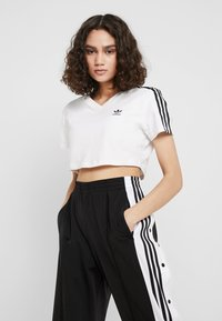 adidas Originals - CROPPED TEE - T-shirts med print - white - 0