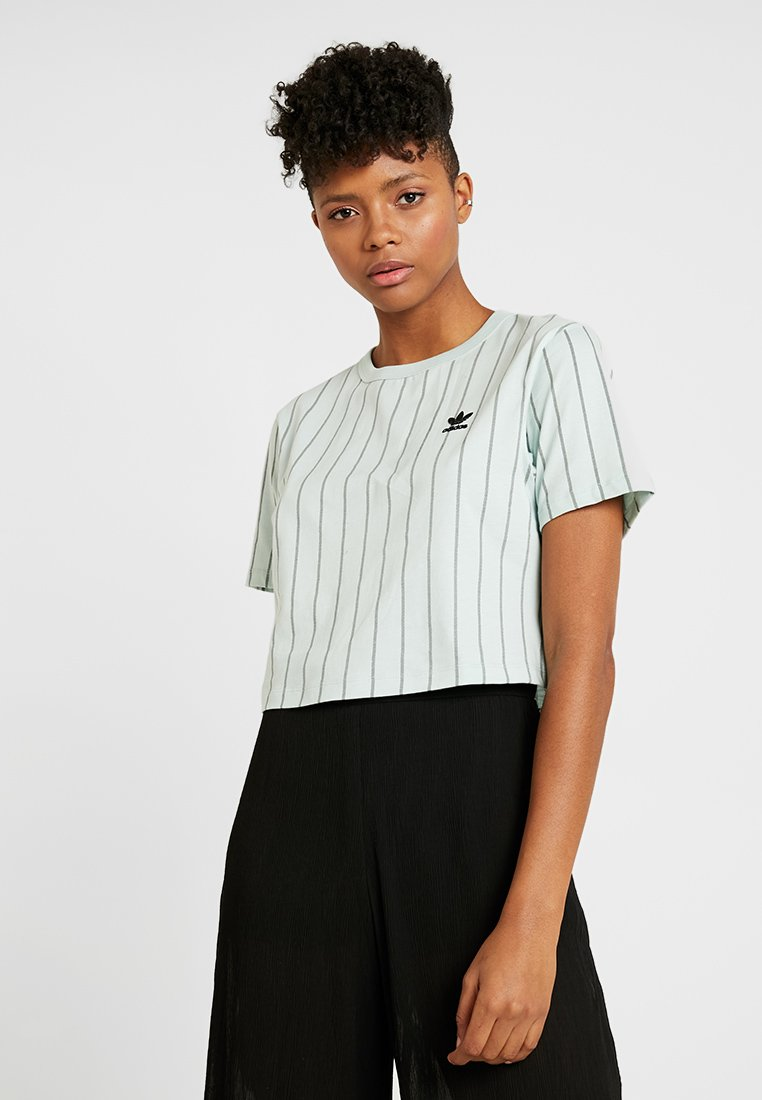 adidas Originals - CROP TEE - Camiseta estampada - vapour green