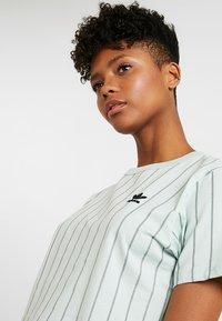 adidas Originals - CROP TEE - T-shirt print - vapour green - 3