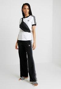 adidas Originals - 3 STRIPES TEE - T-shirt basic - white - 1
