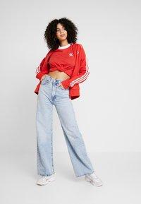 adidas Originals - STRIPES TEE - Camiseta estampada - lush red/white - 1
