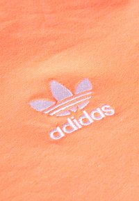 adidas Originals - ADICOLOR  STRIPES SHORT SLEEVE TEE - T-shirts med print - chalk/coral/white - 5