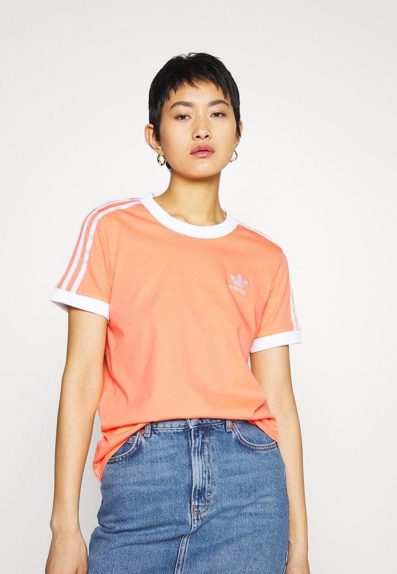 adidas Originals - ADICOLOR  STRIPES SHORT SLEEVE TEE - Print T-shirt - chalk/coral/white