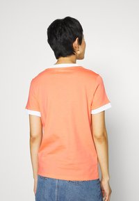 adidas Originals - ADICOLOR  STRIPES SHORT SLEEVE TEE - T-shirts med print - chalk/coral/white - 2