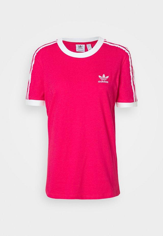 ADICOLOR 3STRIPES SHORT SLEEVE TEE - T-shirt z nadrukiem - power pink/white