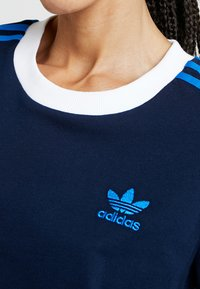 adidas Originals - STRIPES TEE - T-shirts med print - collegiate navy - 5