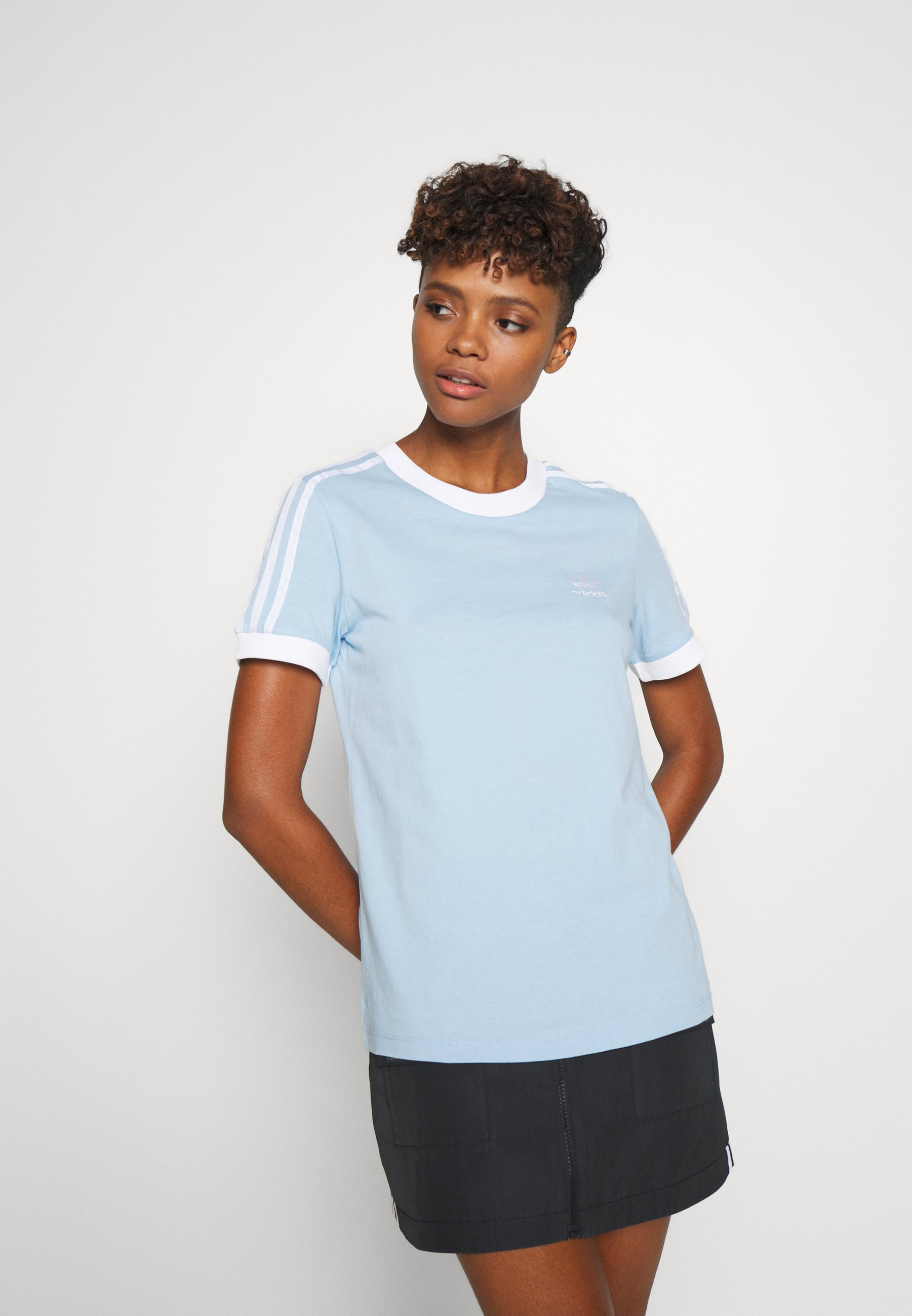 adidas Originals ADICOLOR  STRIPES SHORT SLEEVE TEE - T-shirt z nadrukiem - clear sky/white