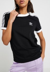 adidas Originals - ADICOLOR  STRIPES SHORT SLEEVE TEE - T-shirt z nadrukiem - black - 4