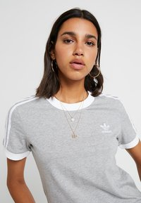 adidas Originals - ADICOLOR 3 STRIPES TEE - T-shirt imprimé - medium grey heather - 4