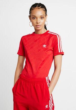 ADICOLOR 3 STRIPES BODYSUIT  - T-shirt z nadrukiem - scarlet