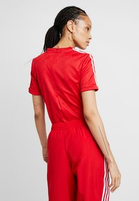 adidas Originals - ADICOLOR 3 STRIPES BODYSUIT  - T-shirts med print - scarlet - 2