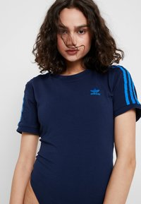 adidas Originals - BODY - Print T-shirt - collegiate navy - 5