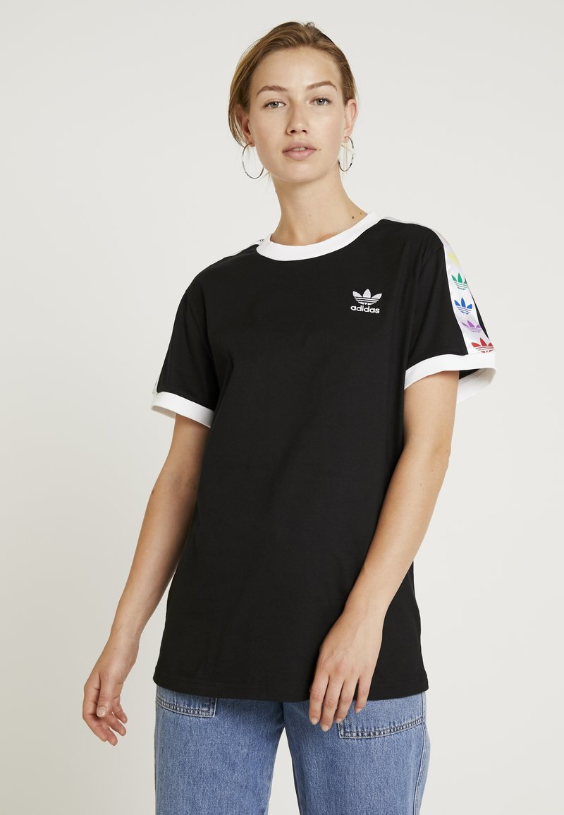 adidas Originals - PRIDE TEE - T-shirts print - black/white